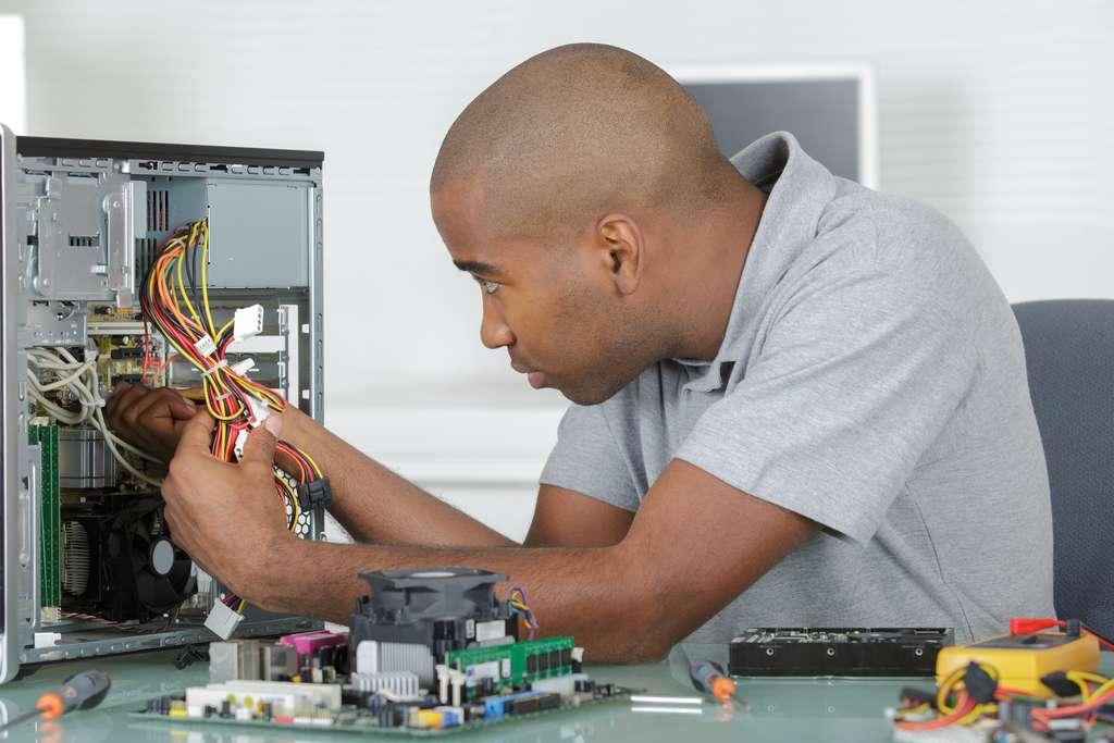 Si un disque dur tombe en panne, les données inscrites dessus seront perdues ou très difficiles à récupérer. © auremar, Adobe Stock
