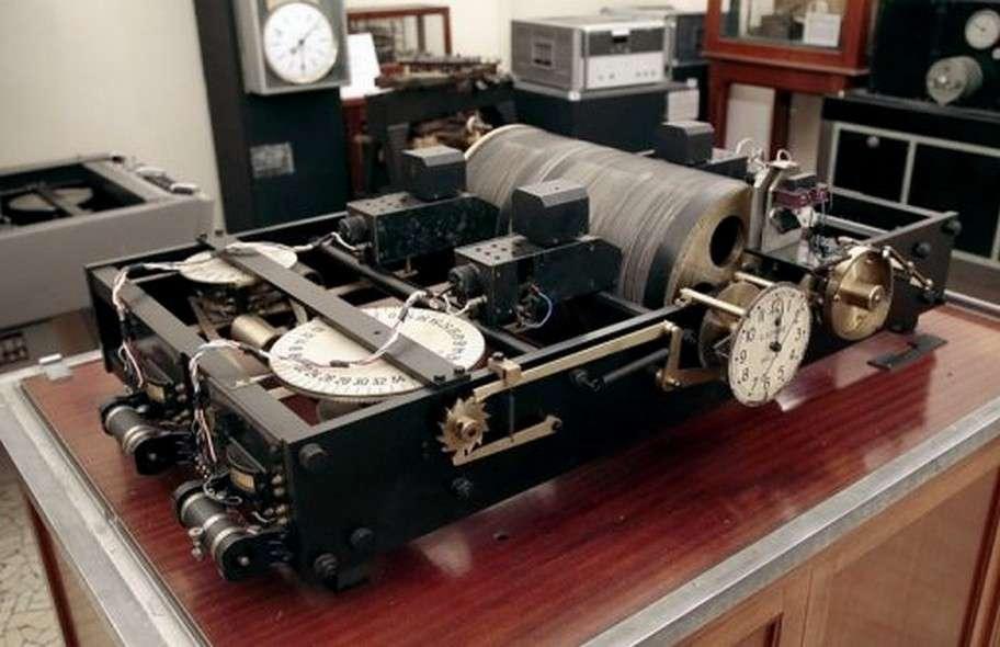 La première horloge parlante au monde, mise en service en 1933 à l'observatoire de Paris. © Bibliothèque de l'observatoire de Paris