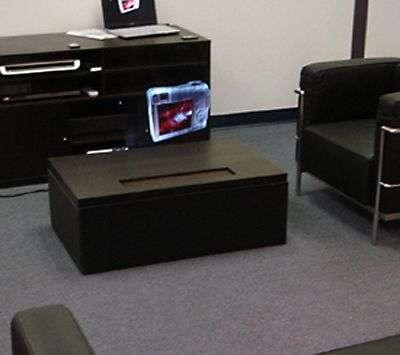 L'appareil en fonctionnement, branché sur un ordinateur portable. Crédit Heliodisplay.