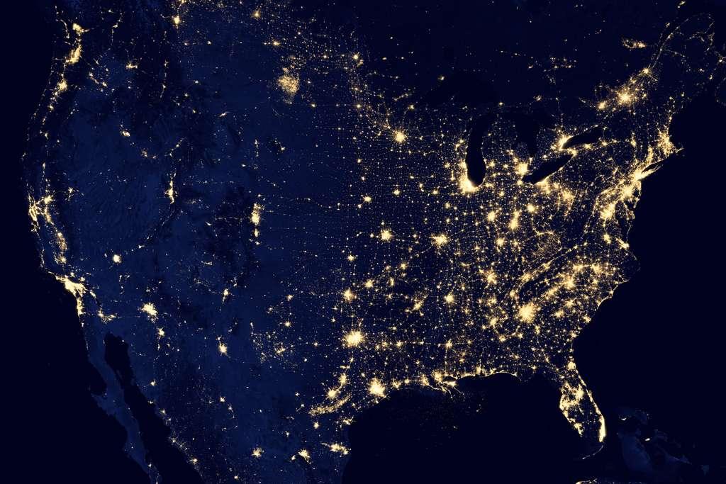 Un très dense maillage lumineux couvre la plus grande partie des États-Unis la nuit. © Nasa Earth Observatory