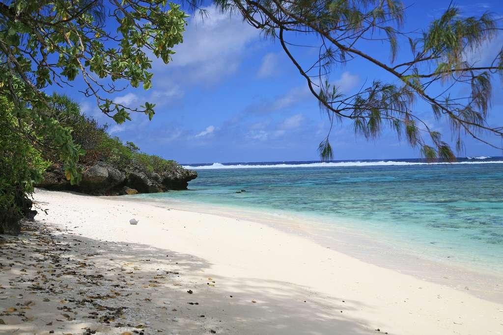 Plage sur l'île de Rurutu, dans l'archipel des Australes