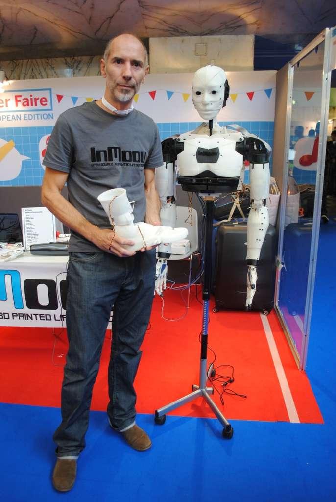 Toutes les pièces en plastique de InMoov, le robot de Gaël Langevin, ont été réalisées grâce à une imprimante 3D. Le robot est animé par des petits moteurs utilisés en modélisme et son « système nerveux » repose sur une carte Arduino. Il est pilotable grâce à un logiciel de reconnaissance vocale conçu en open source. InMoov est même doté d'un système de suivi et de reconnaissance des visages. © Sylvain Biget, Futura-Sciences