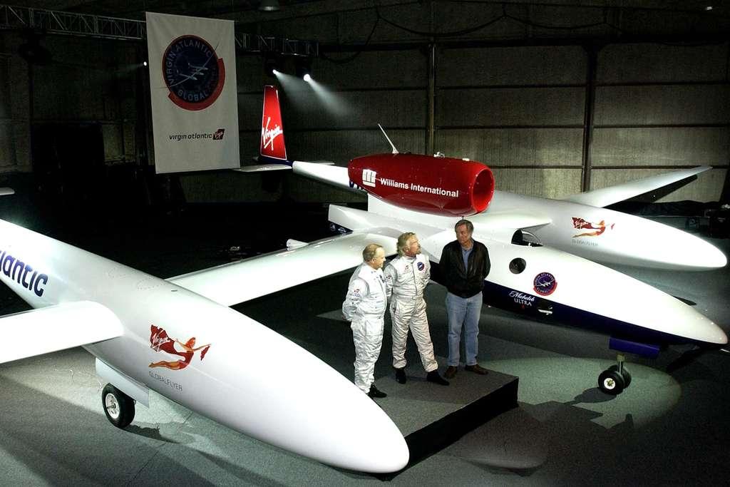 Steve Fossett, Richard Branson et Burt Rutan devant le GlobalFlyer