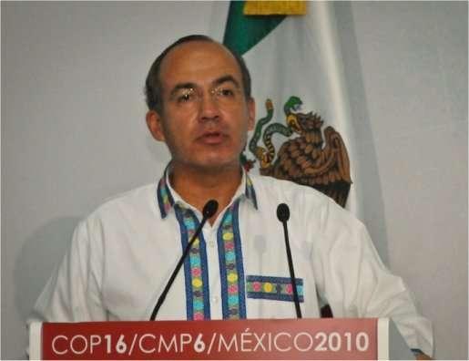 Felipe Calderon, président du Mexique : « Nous sommes tous dans le même avion et nous n'avons plus de pilotes. Tous les passagers sont désormais responsables de l'avion et ils se chamaillent pour savoir qui sont les fautifs – ceux de la classe touriste ou bien ceux de la première classe ? – et l'avion continue à perdre de l'altitude. Je pense, mes amis, que quelqu'un doit prendre le contrôle de l'avion. » © ONU