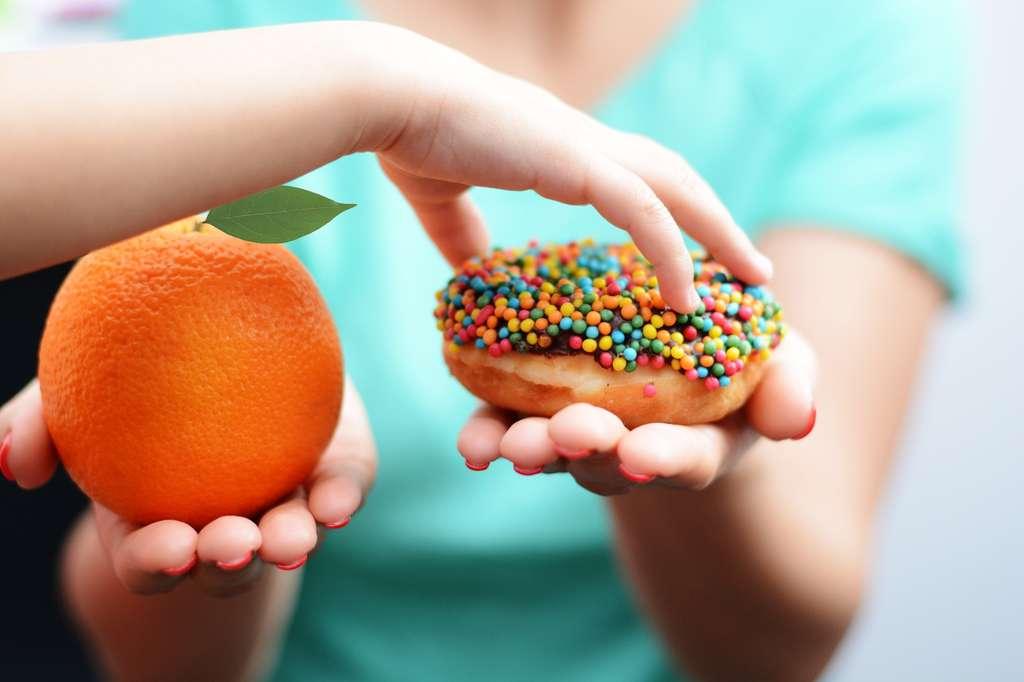 La transition vers une alimentation trop riche en calories mais pauvre du point de vue nutritionnel pose problème. © kwanchaichaiudom, Fotolia
