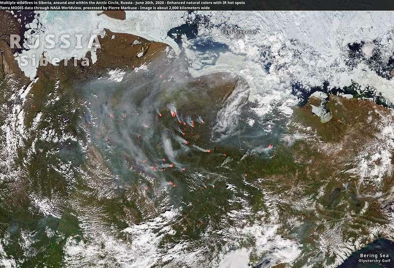Plusieurs feux qui brûlent au 20 juin 2020 en Sibérie. L'image fait 2.000 kilomètres de large. © Terra MODIS, Nasa, réalisation Pierre Markuse