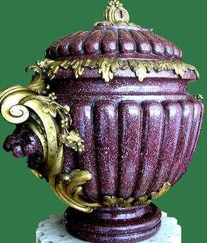 Vase en porphyre rouge. © Louvre