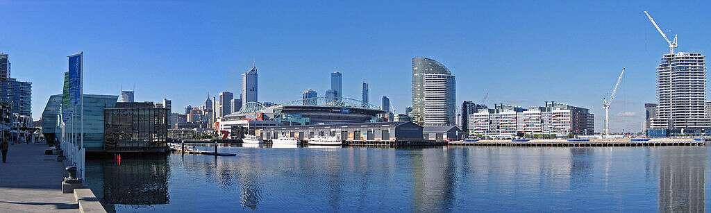 Vue panoramique du centre-ville de Melbourne. Avec un peu plus de 4.200.000 habitants, Melbourne est la deuxième agglomération d'Australie après Sydney. © John O'Neill, GNU 1.2