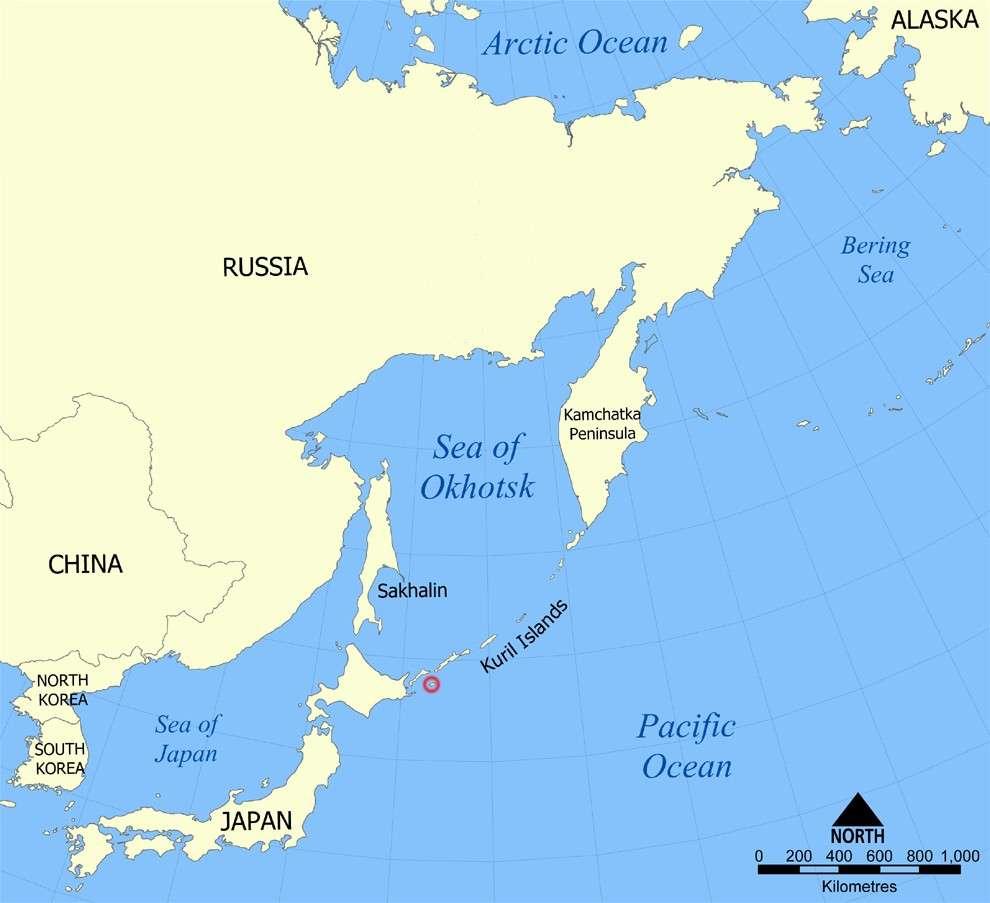 L'île Shikotan (cerclée de rouge) se situe au sud de l'archipel des Kouriles. © NormanEinstein