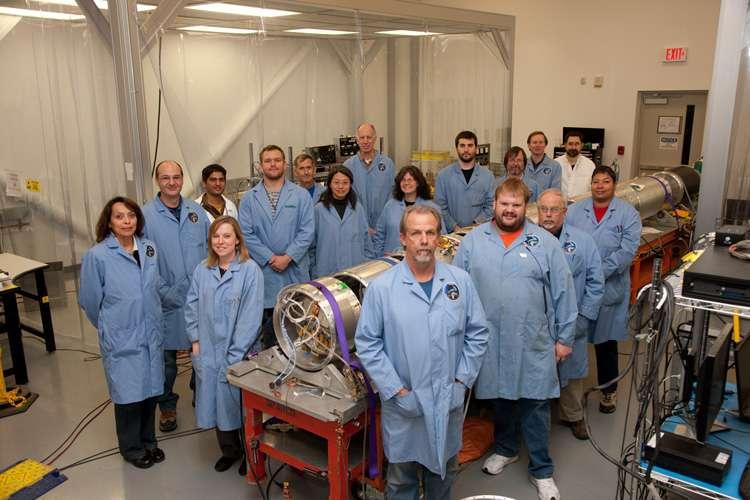 Massimiliano Galeazzi et son équipe avec lesquels ils ont développé la mission Diffuse X-Ray emission from the Local galaxy, ou DXL, qui a collecté les données nécessaires durant 5 minutes, le 12 décembre 2012. © University of Miami, Nasa, Goddard Space Flight Center, University of Michigan, Johns Hopkins University, University of Kansas