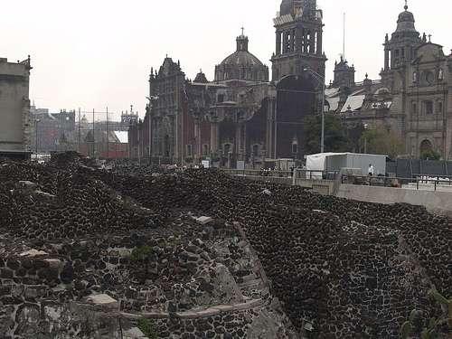 Le site du Templo Mayor, l'un des plus visités de Mexico, a été trouvé de manière fortuite sur un chantier. © Asufrita