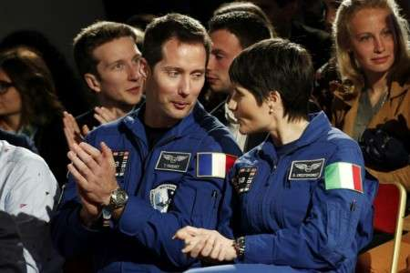L'astronaute français Thomas Pesquet, ici aux côtés de l'astronaute italienne Samantha Cristoforetti à Chambord, en mai dernier. © Yoan Valat, Pool/AFP/Archives