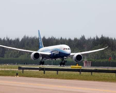 En février 2012, un Boeing 787 atterrit sur l'aérodrome de Singapour pour participer à un meeting aérien. © Boeing