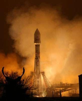 La fusée qui mettra COROT en orbite, quelques heures avant son lancement depuis la base de Baïkonour en Ukraine. © CNES