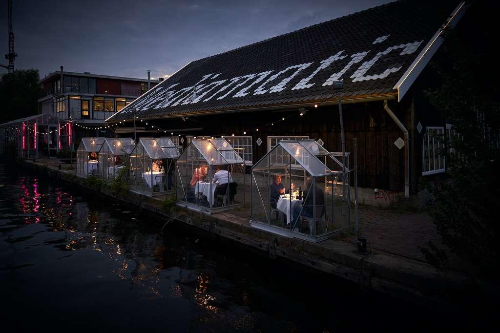 Comme ici, à Amsterdam, certains restaurateurs ont installé des serres séparées. © Willem Velthoven, Mediamatic
