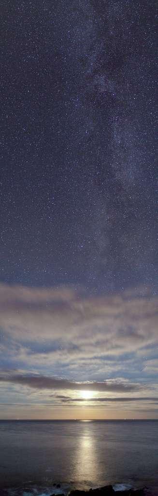 Coucher de lune sur la pointe Saint-Mathieux