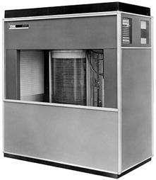 L'IBM 350, version 1956 du disque dur. © IBM