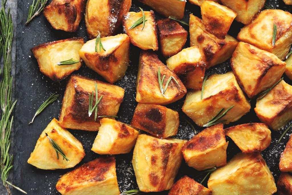 L'acrylamide se forme par la réaction de Maillard lors de la cuisson d'aliments riches en amidon et en asparagine, comme les pommes de terre frites, les chips, les céréales, le pain ou les biscuits. © Oksana - Fotolia