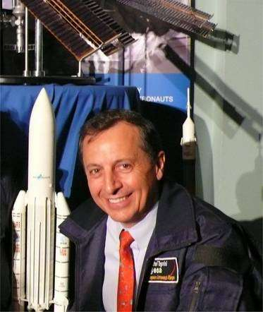 Michel Tognini, chef du Centre Européen des Astronautes, est général de l'Armée de l'air. Il a travaillé sur le projet de navette européenne Hermès, s'est entraîné sur le simulateur de la navette russe Bourane et a volé sur Colombia : c'est probablement l'astronaute le plus expérimenté du monde pour le pilotage de navettes... © Futura-Sciences