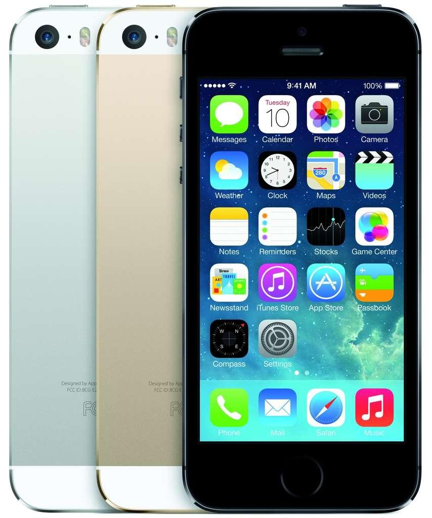 Apple a été le premier à introduire un system on a chip (SoC) 64 bits dans un smartphone. La puce A7 qui équipe l'iPhone 5S promet des performances doublées par rapport à la version précédente. © Apple