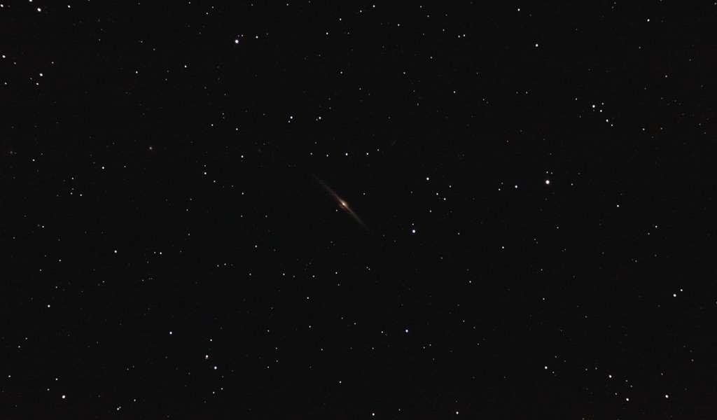 La galaxie NGC 4565 photographiée avec une lunette de 80 millimètres de diamètre. © Sylvain Wallart