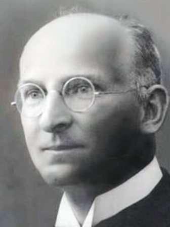 Walter Hohmann (1880-1945) était un ingénieur allemand qui s'est intéressé pendant son temps libre à l'astronautique, dont il a été l'un des pionniers. Son ouvrage de 1925, L'atteignabilité des corps célestes, a fait date car il y présentait le concept d'orbite de transfert. © DP