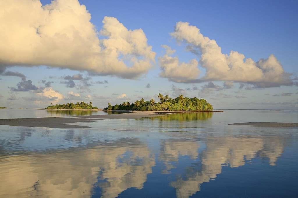 Calme plat sur le lagon, aux Tuamotu