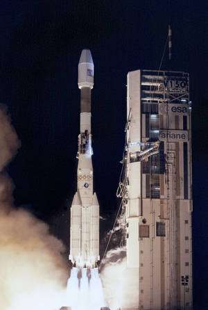 Lancement du satcom NSS-7 par une Ariane en avril 2002 (Ar 44l, V150). © ESA / CNES / Arianespace & photo Optique Vidéo du CSG