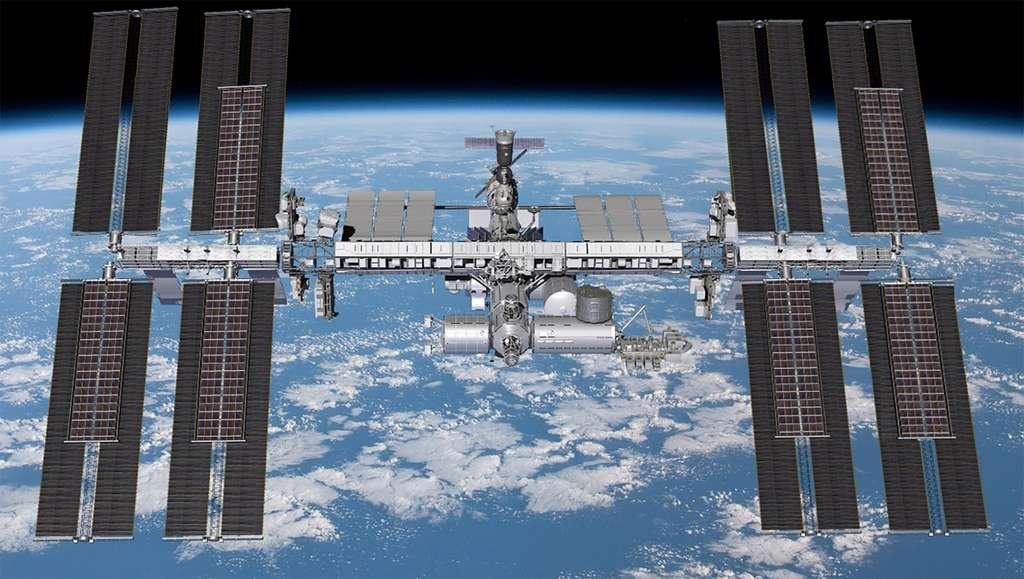 Les six nouveaux panneaux solaires iROSA seront installés au-dessus de six des huit panneaux actuellement en service. Lors de leurs deux sorties dans l'espace, Pesquet et Kimbrough installeront le panneau 2B le 16 juin, situé en haut, à droite, et le 20 juin, le 4B, situé en bas et à l'extrême droite.