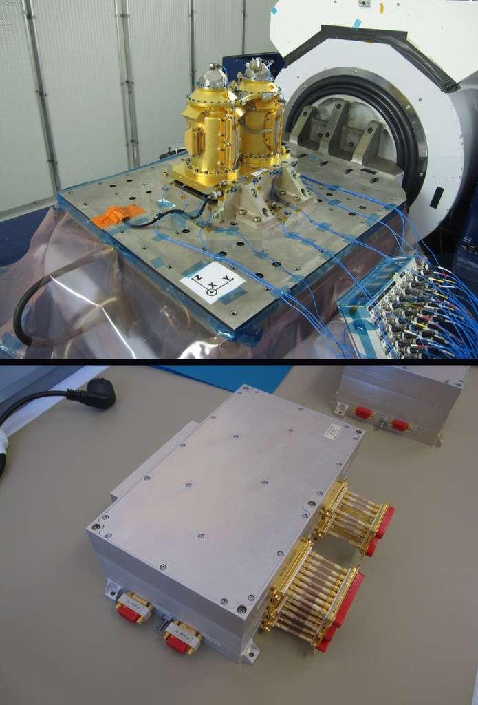 Modèle de qualification de l'instrument pour la mission Microscope en essai de vibration (image du haut) et boîtier d'électronique de vol de l'instrument. © Onera