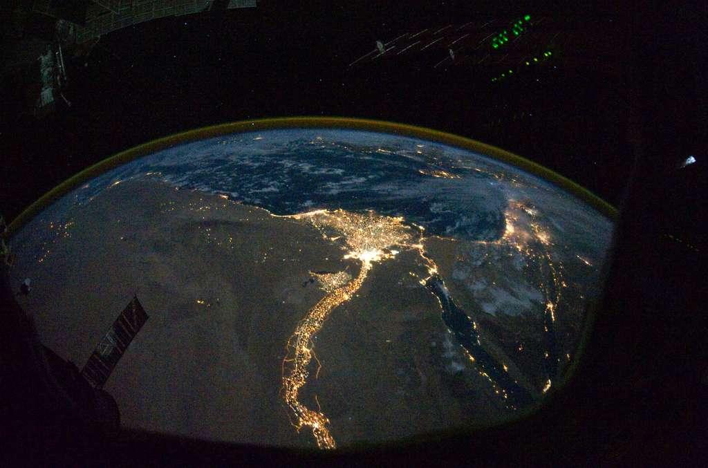Le Nil, en Égypte, et l'activité des villes