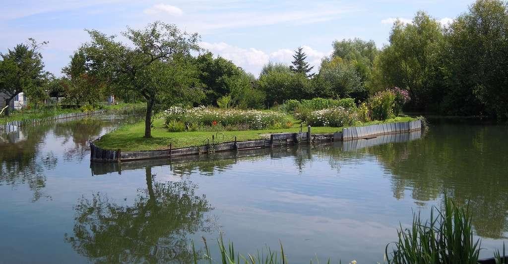 Canal dans les marais de Bourges. © Berthgmn, Wikimedia commons, DP
