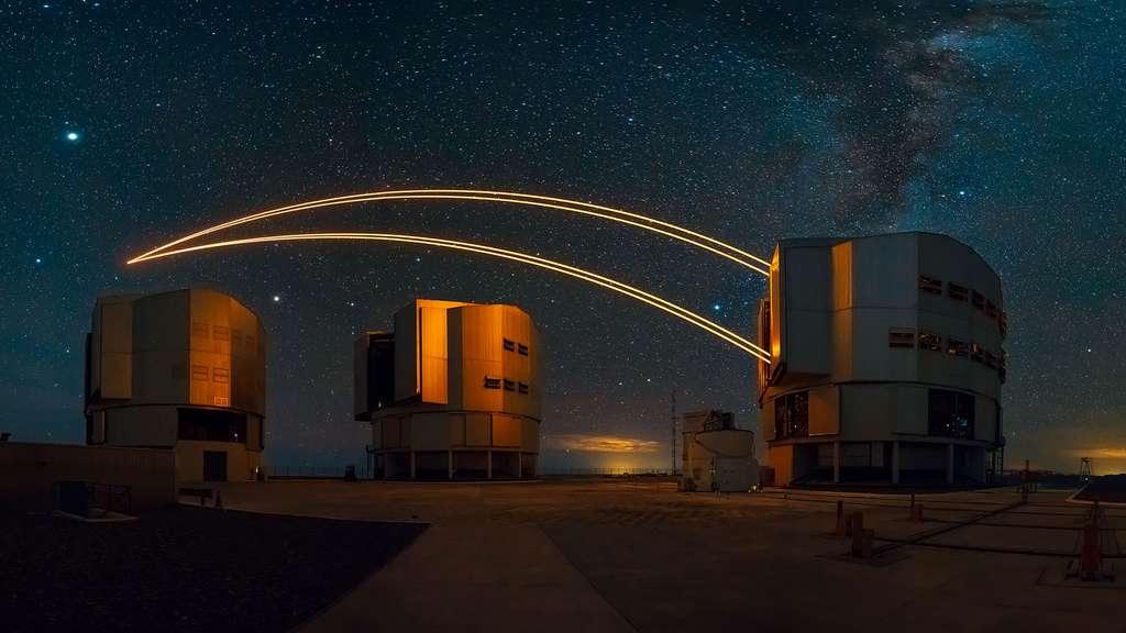 Des lasers dans le ciel de l'observatoire du Cerro Paranal