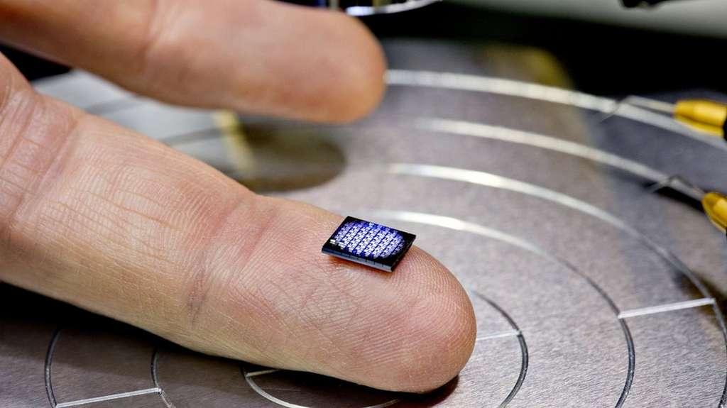 Le plus petit ordinateur du monde conçu par IBM. © IBM