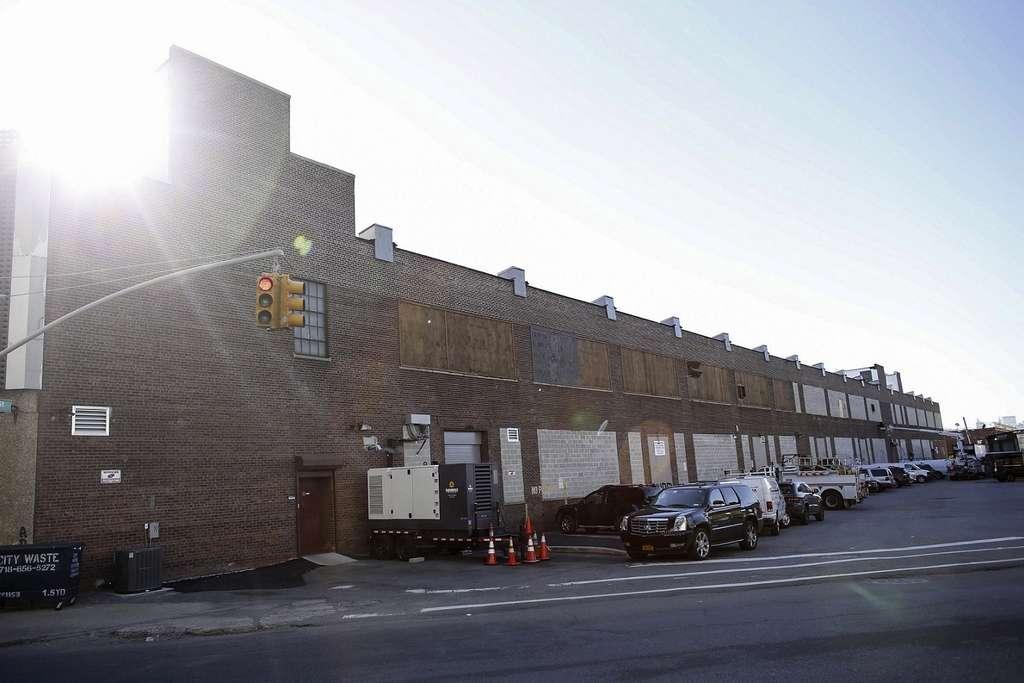 Ce bâtiment, dans le quartier du Queens, est loué par Bloomfield Industries, une des cinq sociétés autorisées à cultiver la marijuana à des fins thérapeutiques dans l'État de New York. © Kena Betancur, AFP photo