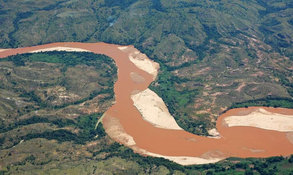 Vue aérienne du fleuve Manambolo