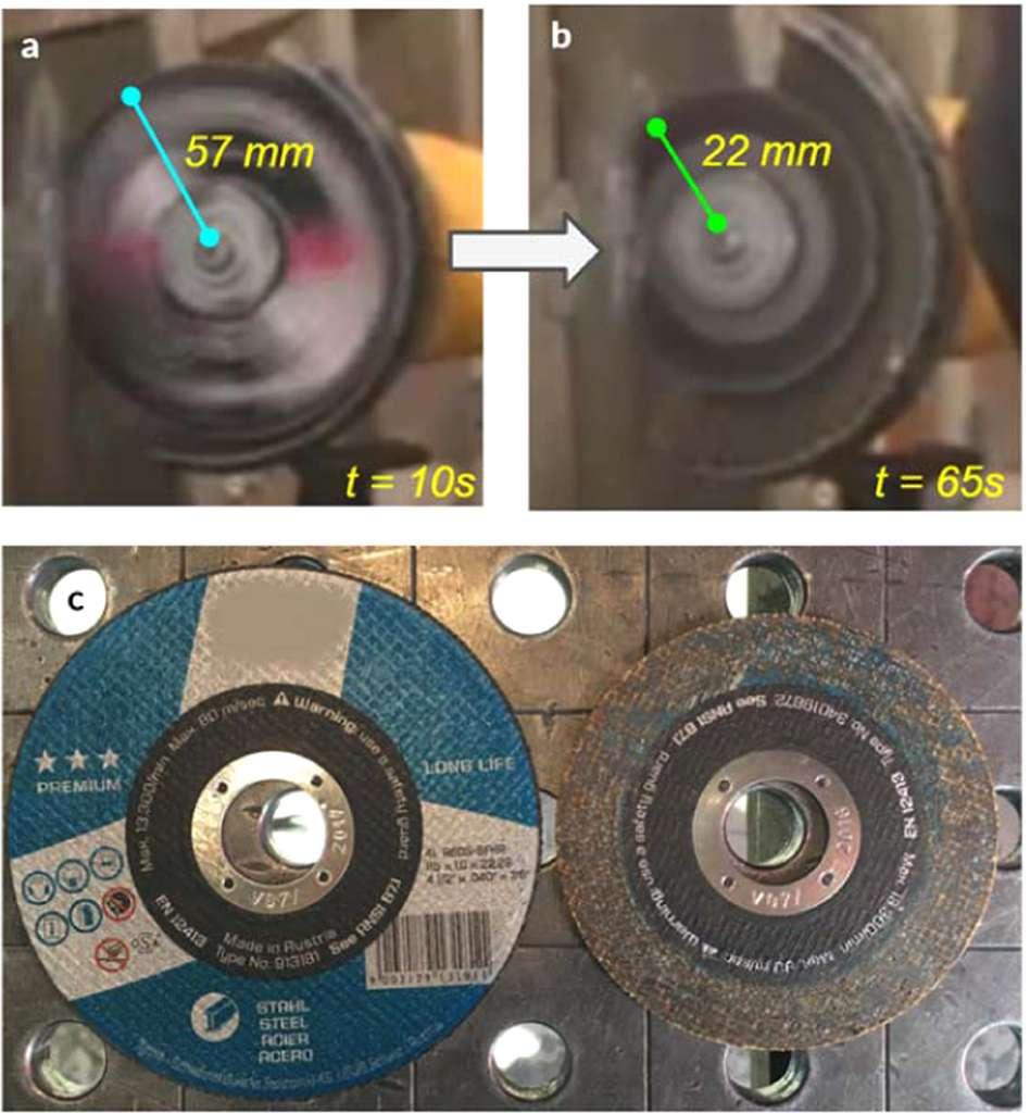 Le disque de coupe avant et après le test. Attaqué par le matériau, son diamètre a été réduit de 65 %. © Stefan Szyniszewski et al, Scientific Reports, 2020