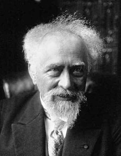 Jean Perrin, prix Nobel de physique 1926, a apporté la première preuve de l'existence des atomes en utilisant une formule d'Einstein issue de ses travaux sur le mouvement brownien. Il a fait le lien entre les trajectoires de particules effectuant un tel mouvement et les fonctions non dérivables découvertes au XIXe siècle. © DP