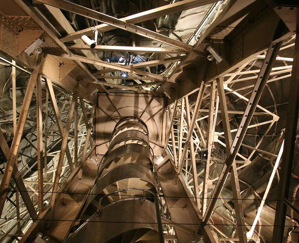 Vue intérieure de la statue de la Liberté. Les différentes pièces de la statue furent fabriquées dans des ateliers à Paris, avant de traverser l'Atlantique. © Daniel Schwen, Wikimedia Commons, CC by-sa 3.0