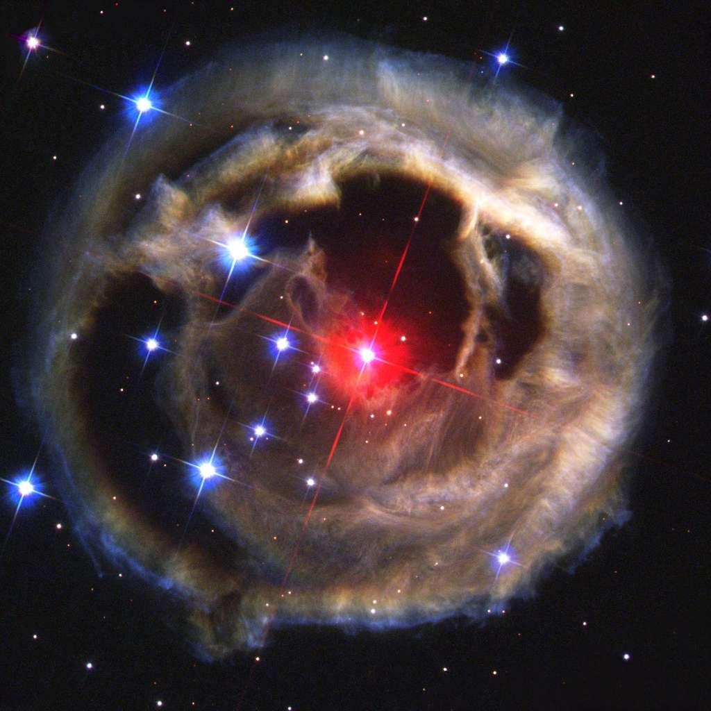KIC 9832227 pourrait ressembler à V838 Monocerotis, une nova rouge lumineuse, ici photographiée par Hubble. © Nasa, ESA, H. E. Bond (STScI)