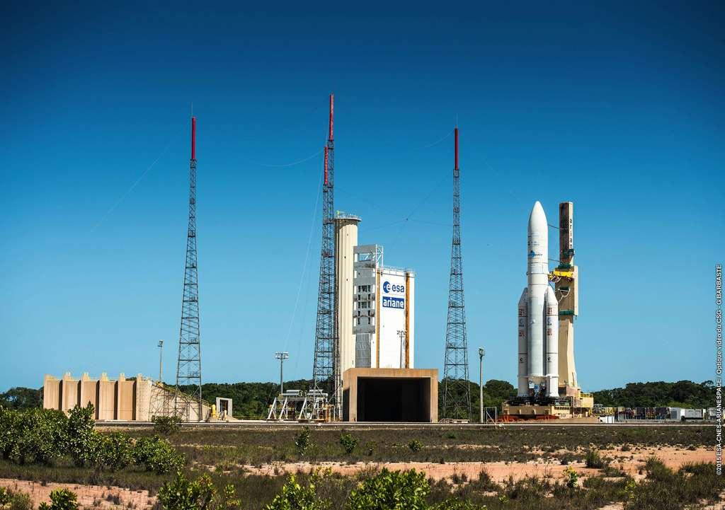 Le lanceur Ariane 5 transféré sur son pas de tir de l'Ensemble de lancement 3 du Centre spatial guyanais. © Esa, Cnes, Arianespace / Service Optique CSG