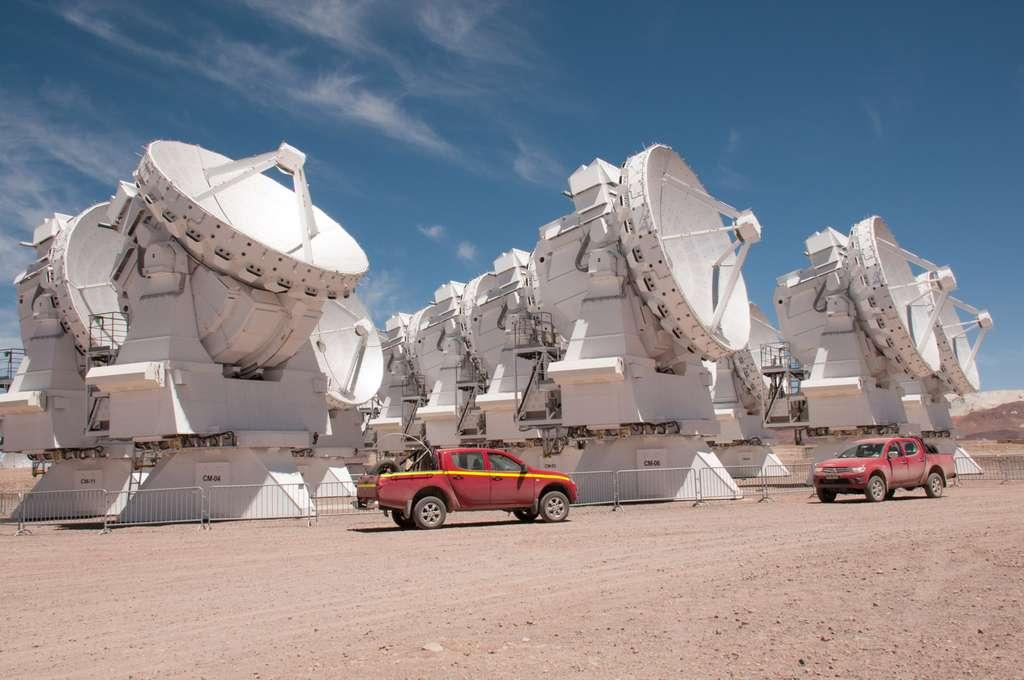 Les antennes de sept mètres d'Alma. L'observatoire est également constitué d'antennes de 12 mètres de diamètre. © Rémy Decourt