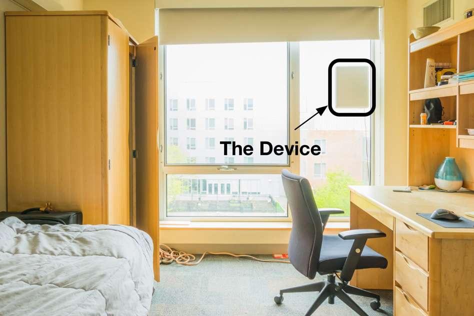 L'émetteur-récepteur sans fil développé par le MIT peut être placé dans une chambre pour diffuser des ondes radio dont les réflexions sont analysées par une IA. © Shichao Yue, MIT