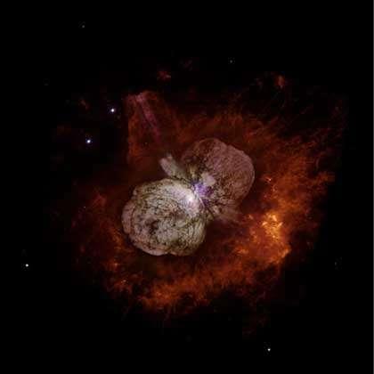 Image d'Eta Carinæ obtenue par les satellites HST (dans le domaine visible) et XMM (dans le domaine des rayons X).