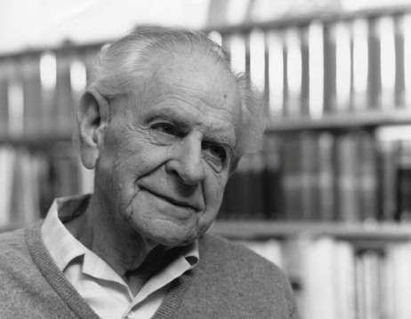 Karl Popper (1902-1994) est l'un des plus importants philosophes du XXe siècle. Il est surtout connu pour l'introduction de son fameux critère de réfutabilité en philosophie des sciences. On lui doit aussi des réflexions sur les rapports entre l'esprit et la matière, en compagnie du prix Nobel de médecine John Eccles. © Lucinda Douglas-Menzies, DP
