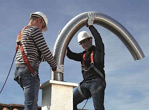 Les conduits en maçonnerie traditionnelle ne sont pas adaptés aux températures de fumée élevées des chauffages à biomasse et leur étanchéité se dégrade avec le temps. © Poujoulat