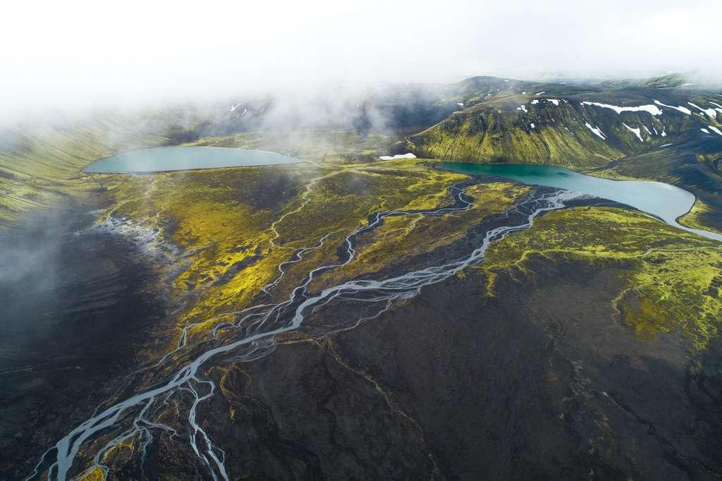 L'Islande vue du ciel : serpents d'eau