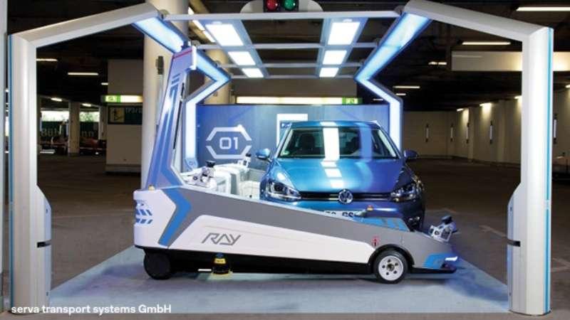 Ray gare votre voiture sur demande à l'aéroport de Düsseldorf. Dans un futur proche, les progrès de la robotique permettront sans doute à votre voiture de se garer toute seule. © Düsseldorf Airport (DUS) Official