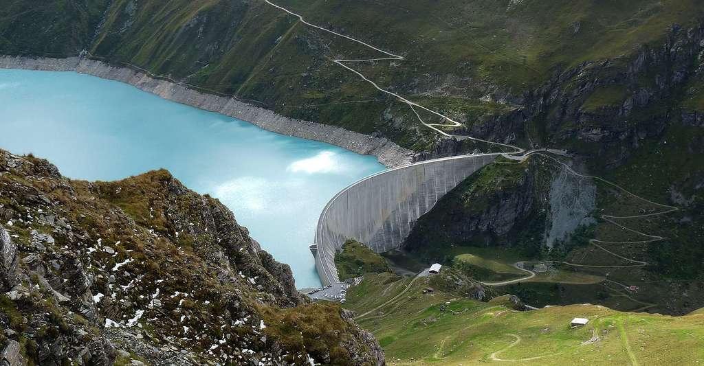 Vue sur le lac de barrage de Moiry (Valais, Suisse). © Ji-Elle, Wikimedia commons, CC BY-SA 3.0