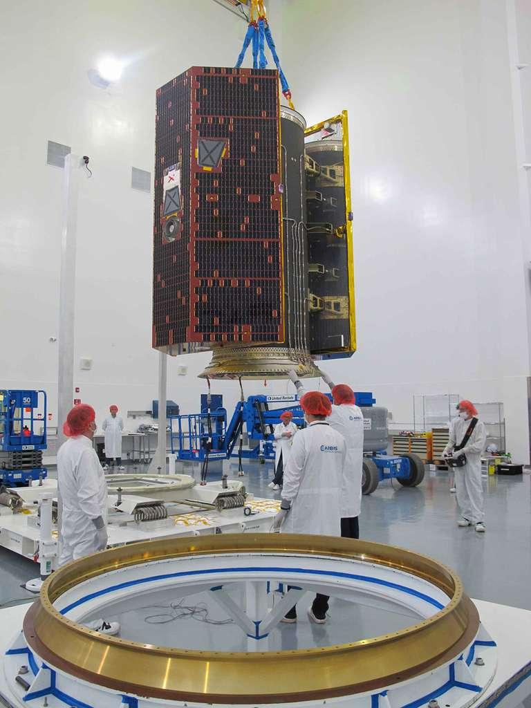 Les deux satellites Grace Follow On ont été préparés en vue de leur installation dans le lanceur Falcon 9. © Airbus, Nasa